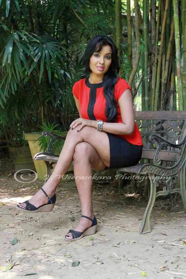 Nadeesha Attanayaka thighs sexy