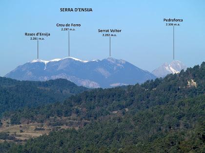 Panoràmica de la Serra d'Ensija i el Pedraforca obtinguda mentre baixem cap al Torrent del Pujol