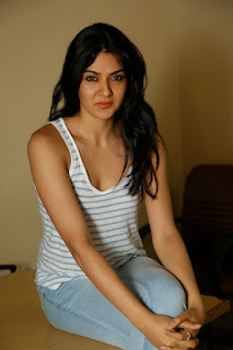 Sakshi Chowdary Sizzles in Beautiful Tank Top and Denim Jeans Spicy Pics