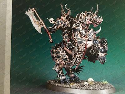 Caballero Elegido de Archaon en corcel demoníaco