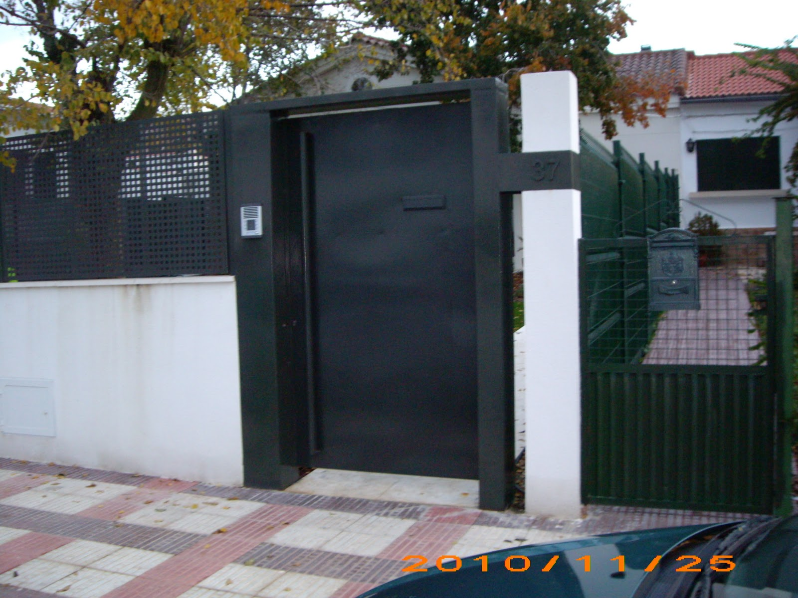 Puertas de calle metalicas puertas de calle metalicas for 30x30 costo del garage