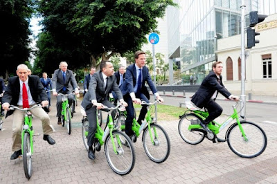 Empat Perdana Menteri Yang Suka Naik Sepeda saat Ngantor