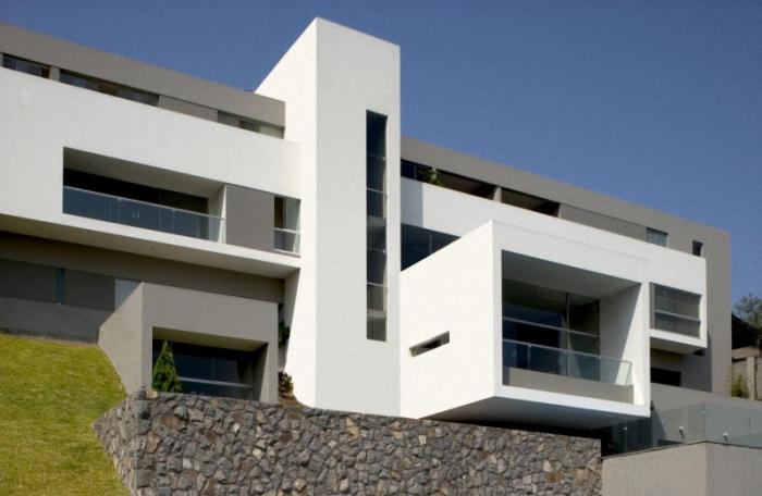 Hogares frescos casa en las casuarinas por javier artadi for Casas modernas lima