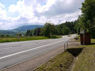 Parkplatz beim Moosbronner Friedhof und Bushaltestelle 'Waldparkplatz'
