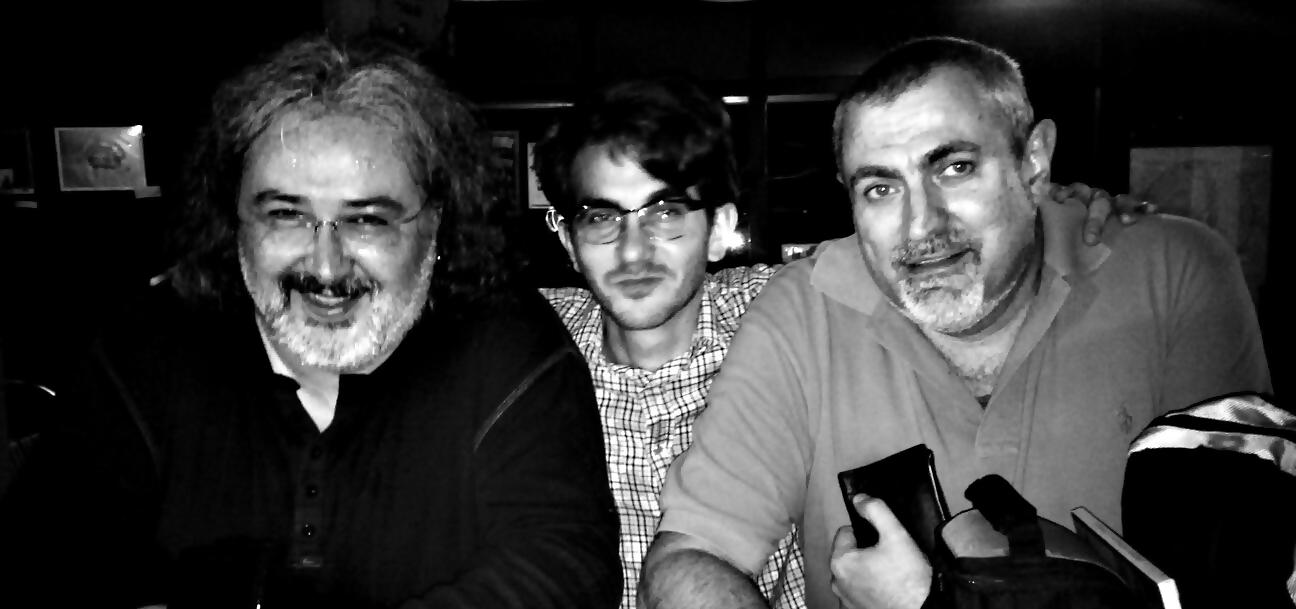 Juancho, Director de Candil Radio, a la derecha. Carlos Vives, La Oficina Producciones Culturales, en el centro. Toño Jerez, Malanoche y Poeta de Guardia a la izquierda.