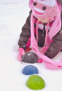 Make snow jewels for some super Winter fun!  Roll them, throw them, have a snowy treasure hunt!