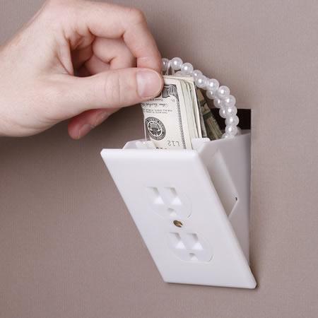 Toma corriente para ocultar tu dinero