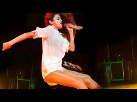 VIDEO Selena Gomez Jatuh di Atas Pentas