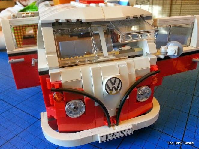 LEGO T1  Volkswagen Split screen Campervan set 10220 review front of van
