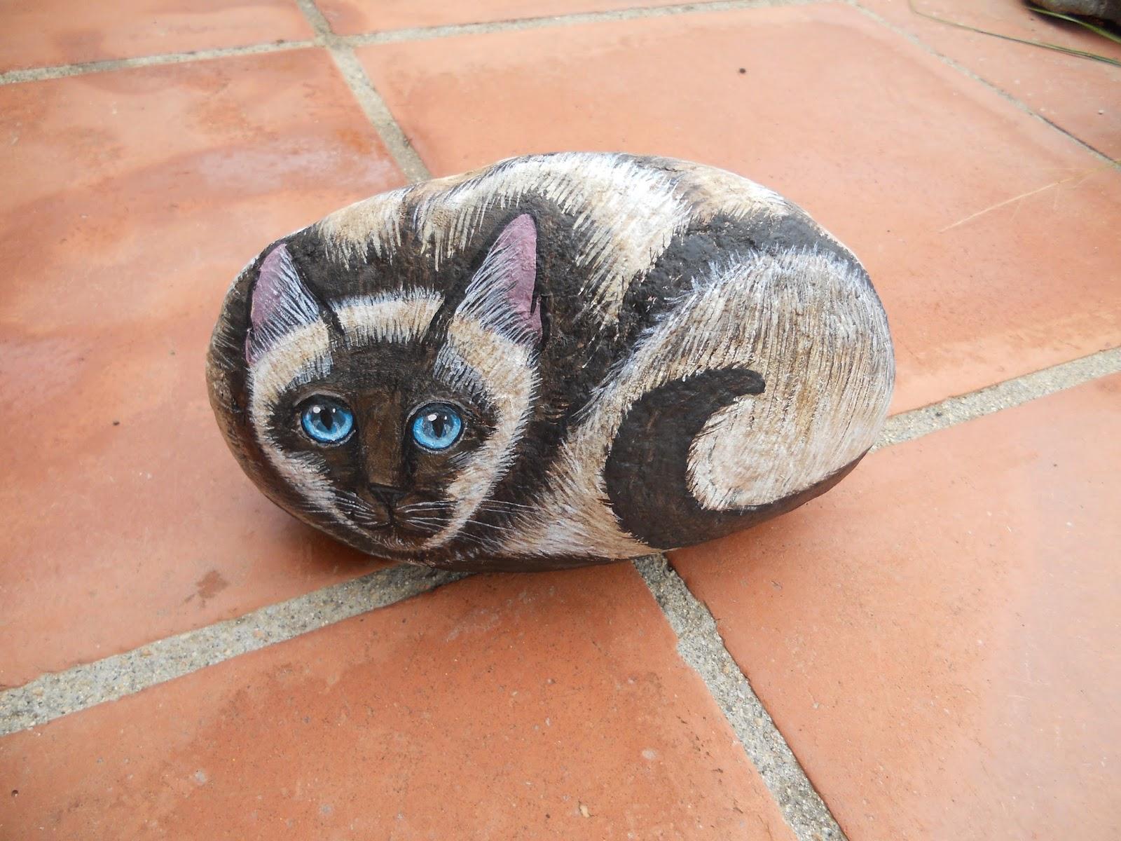 Piedras pintadas a mano piedras pintadas gatos for Pintura de piedras