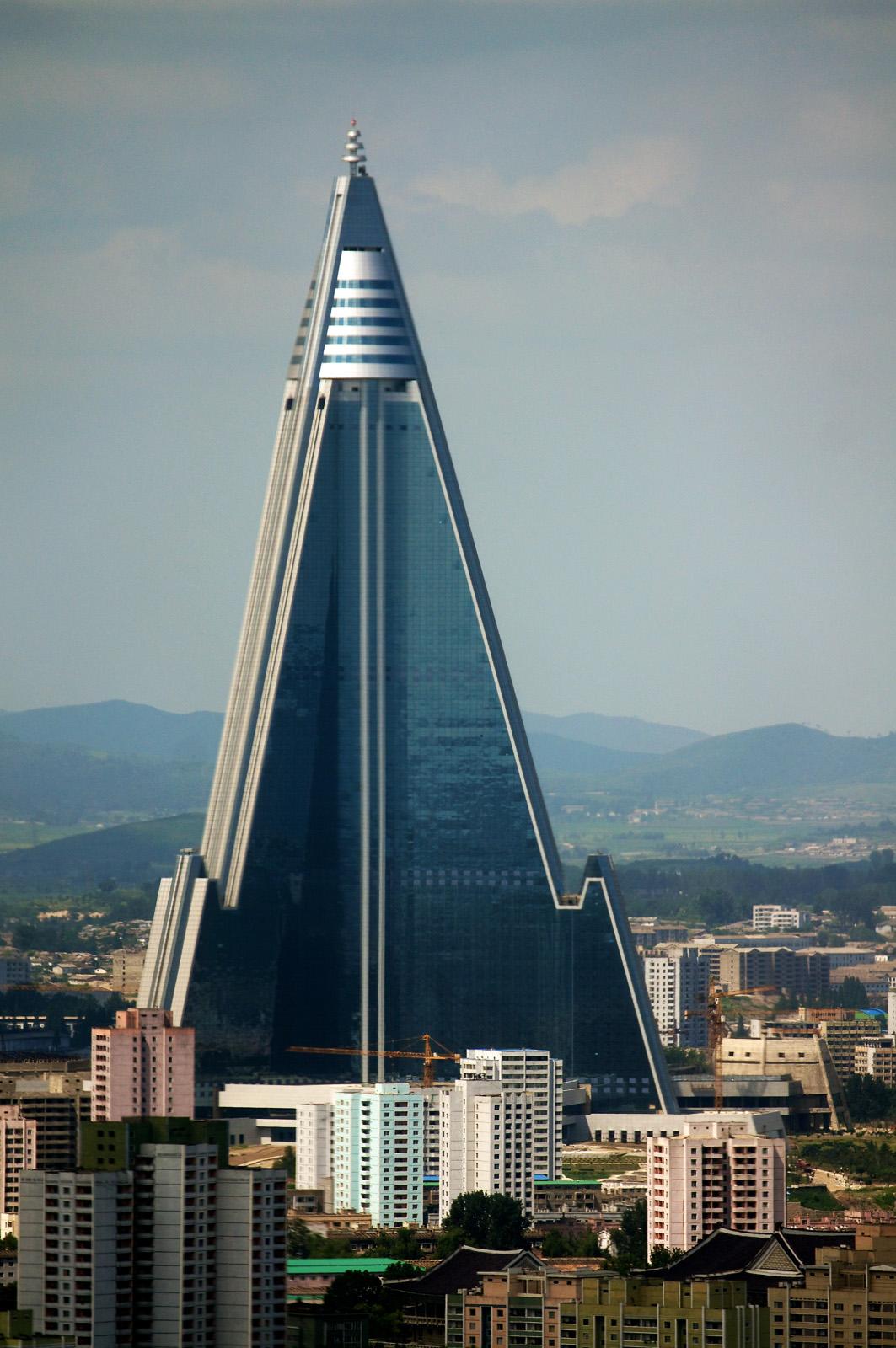 Ryugyong+Hotel+(Pyongyang,+North+Korea).