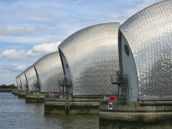 WOOLWICH THAMES BARRIER TO BE CLOSED: