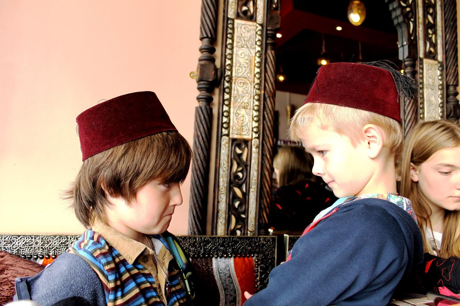 http://2.bp.blogspot.com/-C6gfL3c6HYU/UBPZZkqT81I/AAAAAAAAKtE/TdL2ps5AF5M/s1600/24.+Kids+in+Kasbah+cafe+Liverpool+Bold+Street+lunch.jpg