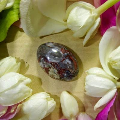 Batu Bertuah, Benda Pusaka, Mustika Asli, Mustika Jubah Sulaiman