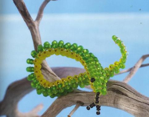 Ее сделать не сложно. смотрим.  Простая змея из бисера схема плетения.