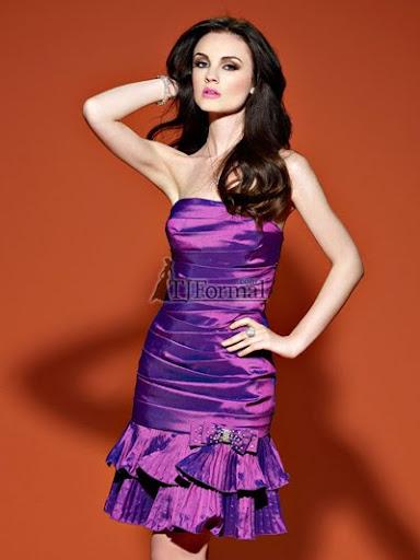 къса лилава рокля с волани