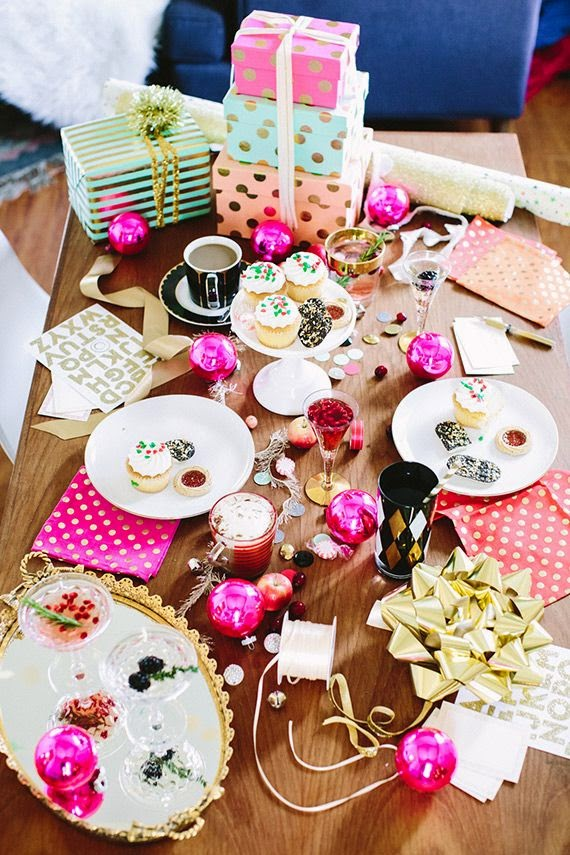 Gift Wrapping Parties non-traditional color palette
