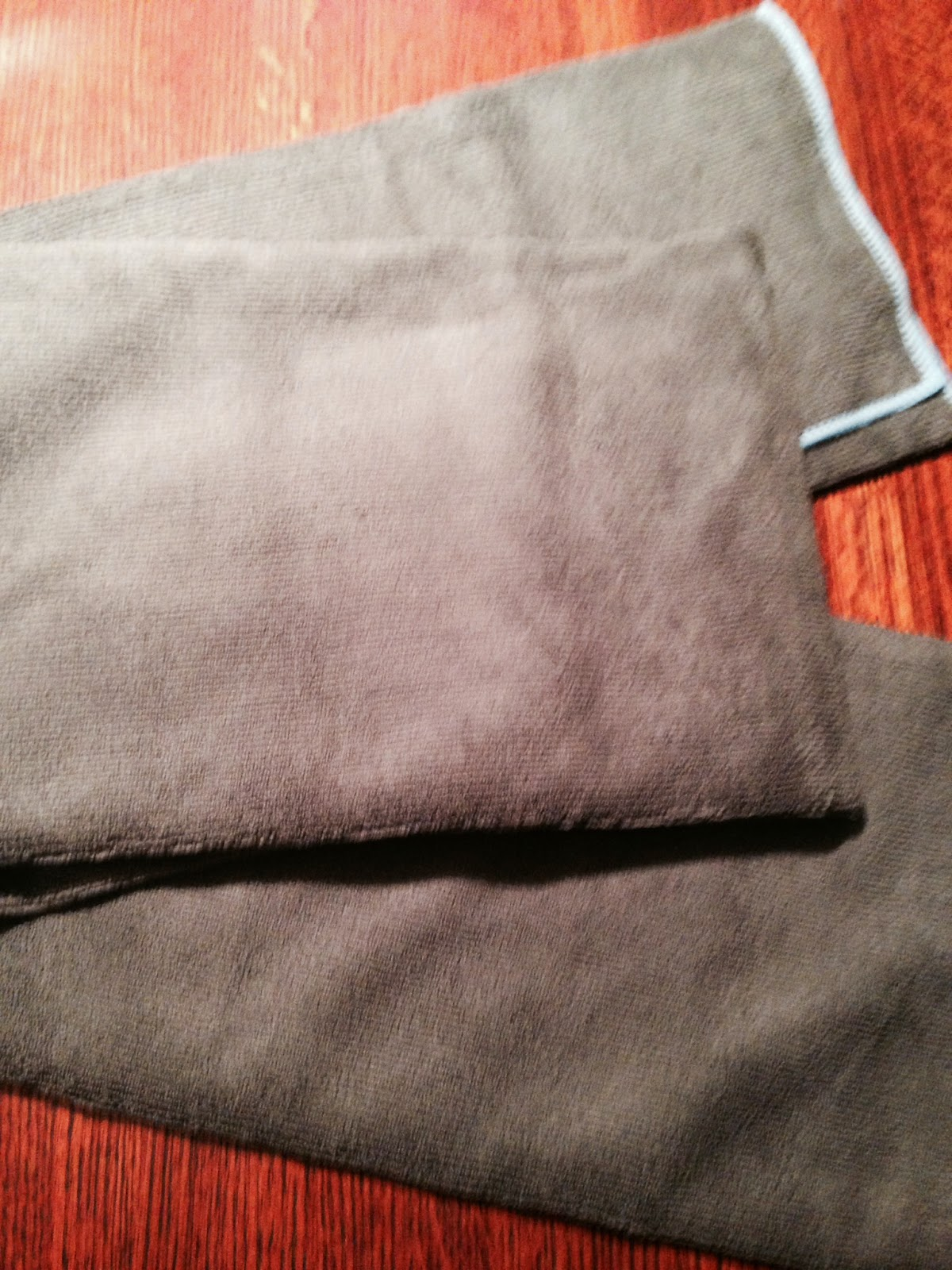 grey-towel-for-workouts