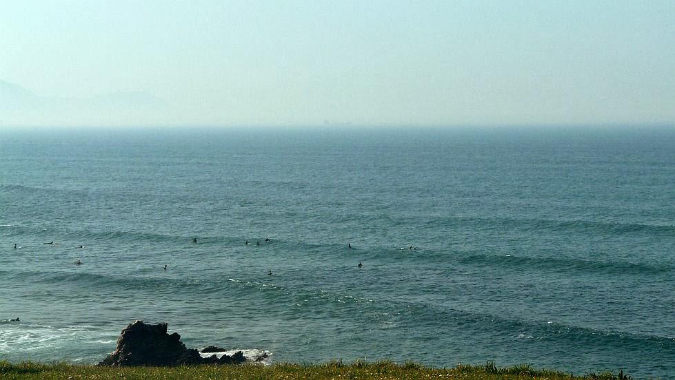 sol y olas de medio metro en sopela