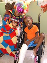 Niña de Haití que a pesar de su tragedia se sentía feliz.
