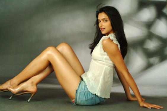 deepika padukone without any clothes pics