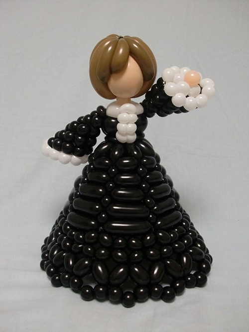 19-Lady-in-a-Dress-Masayoshi-Matsumoto-isopresso-3D-Balloon-Sculptures-Animals-Insects-and-Human-www-designstack-co