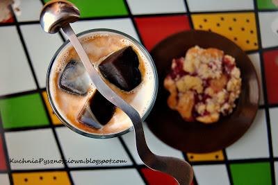 98. Mleko kawowe z orzechówką, lub inaczej mówiąc ice coffee z alkoholem