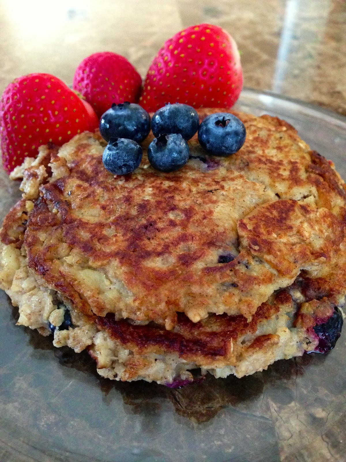 FIT FRIDAY- OATMEAL BLUEBERRY PANCAKES - ERA for sarah