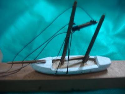 veleiro-miniatura-com-mastros-cabos-VG