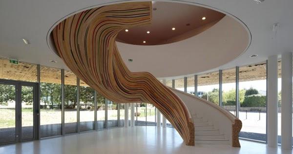 escaleras esculturales en la escuela de artes en saint. Black Bedroom Furniture Sets. Home Design Ideas