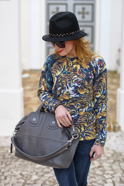Kenzo flying tiger print sweater, BVLGARI BZero necklace, Givenchy Nightingale, Fashion and Cookies, fashion blogger
