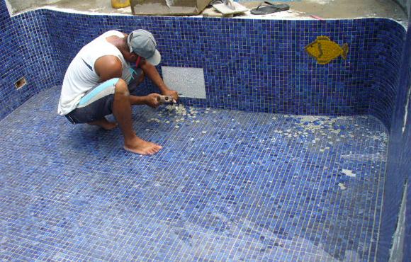 Construindo minha casa clean piscina de concreto vinil ou fibra de vidro - Azulejos piscinas ...