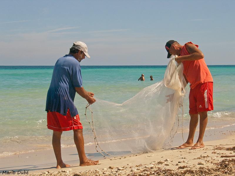 Pêcheurs sur la plage de Santa Maria del Mar