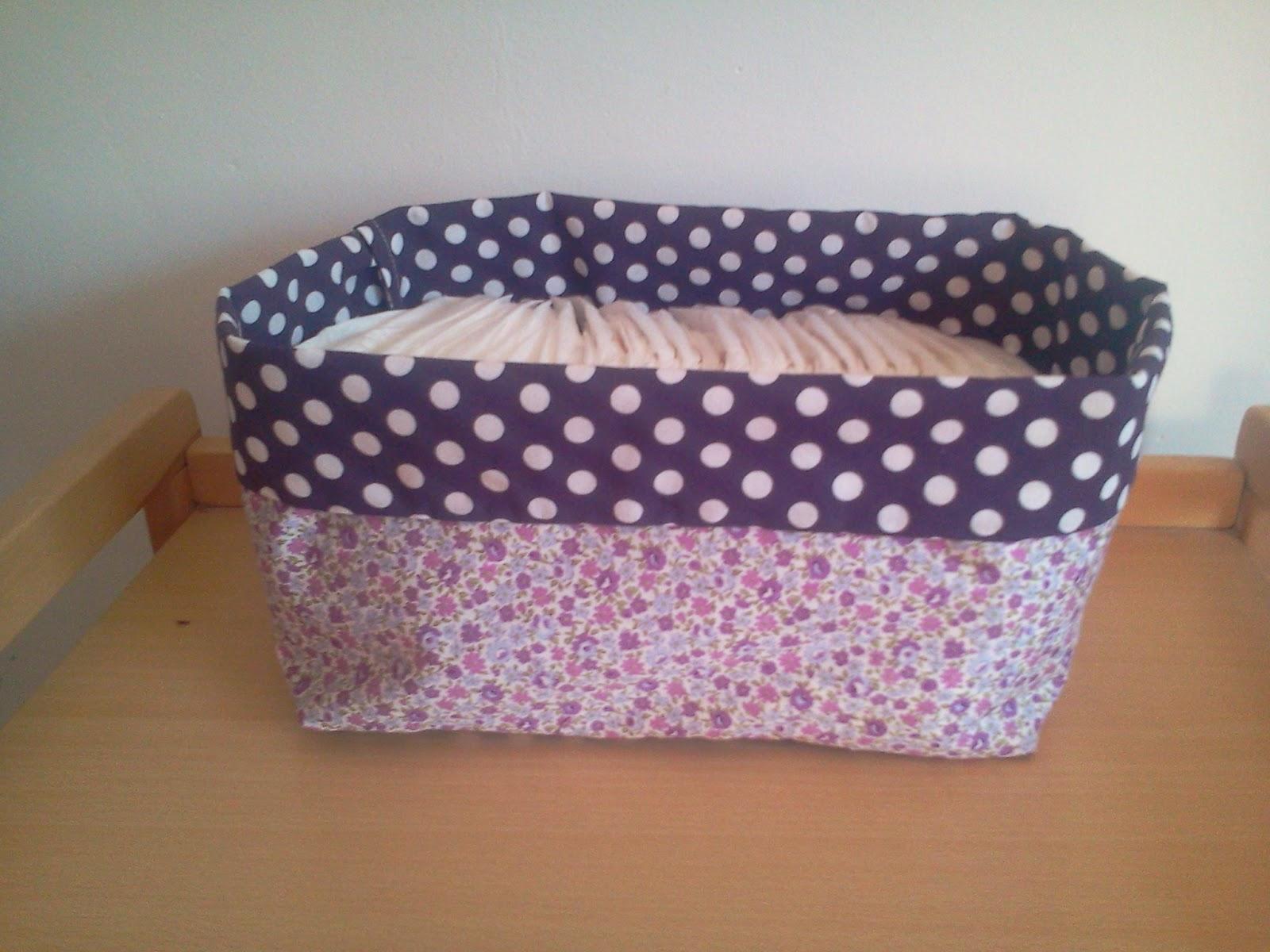 lili joue maman bricole tuto la paniere a couche ou a bazar en tissus. Black Bedroom Furniture Sets. Home Design Ideas