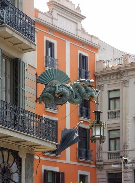 Дом с зонтиками на Рамбле, Барселона