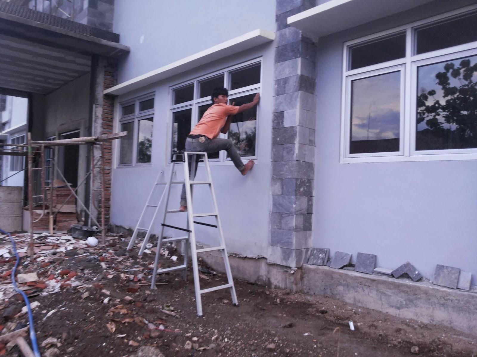 pemasangan frame jendela