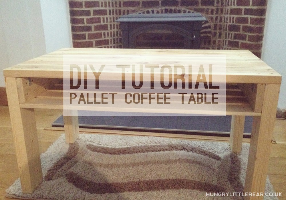 DIY tutorial pallet coffee table with a shelf - quick and easy!