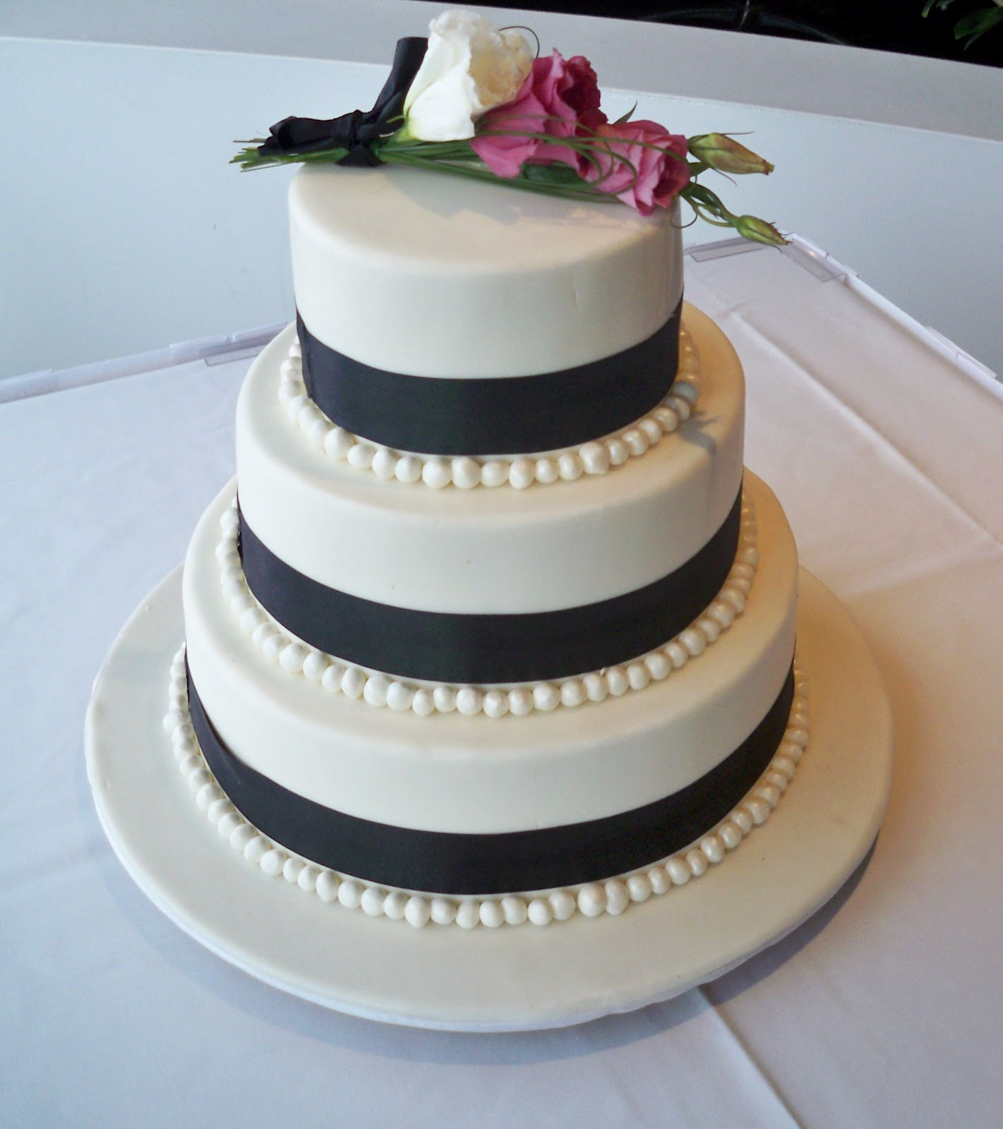 Twende Harusini DO U KNOW How Cake Mean in A WEDDING