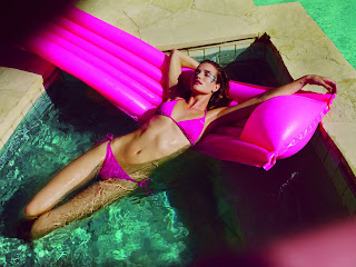 Rosie Huntington Whiteley stunning in a pink bikini in the pool