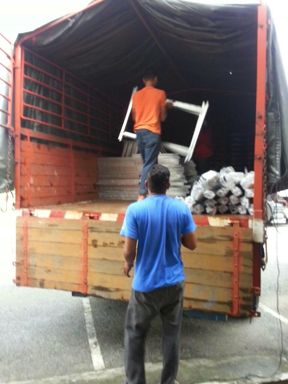 Penghantaran Kanopi bersama peralatan lengkap ke langkawi (Muatan penuh lori 10 tan).