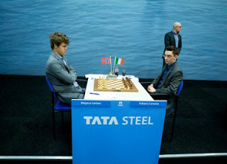Échecs : Magnus Carlsen 1/2 Fabiano Caruana ronde 1 - Photo © Tata Steel