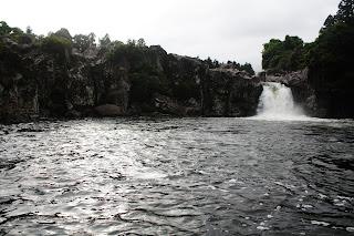 江汀川上游瀑布
