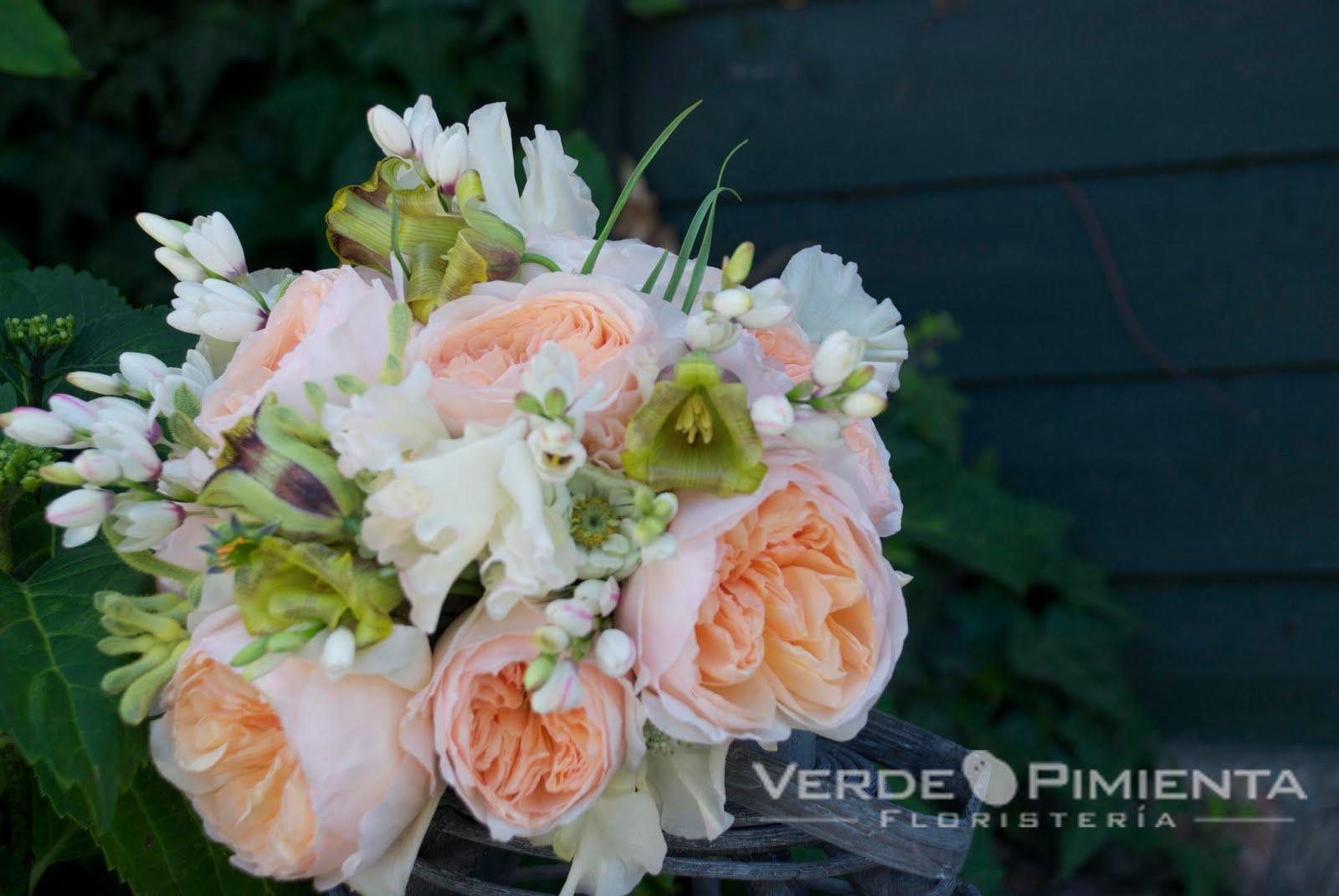 Ramo de rosas rojas :: Imágenes y fotos Florespedia  - Imagenes De Un Ramo De Rosas