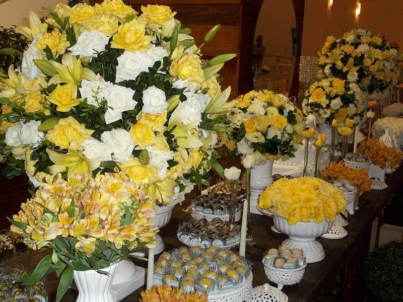 Casando por Amor Decoração de Festa nas cores Amarelo e Branco
