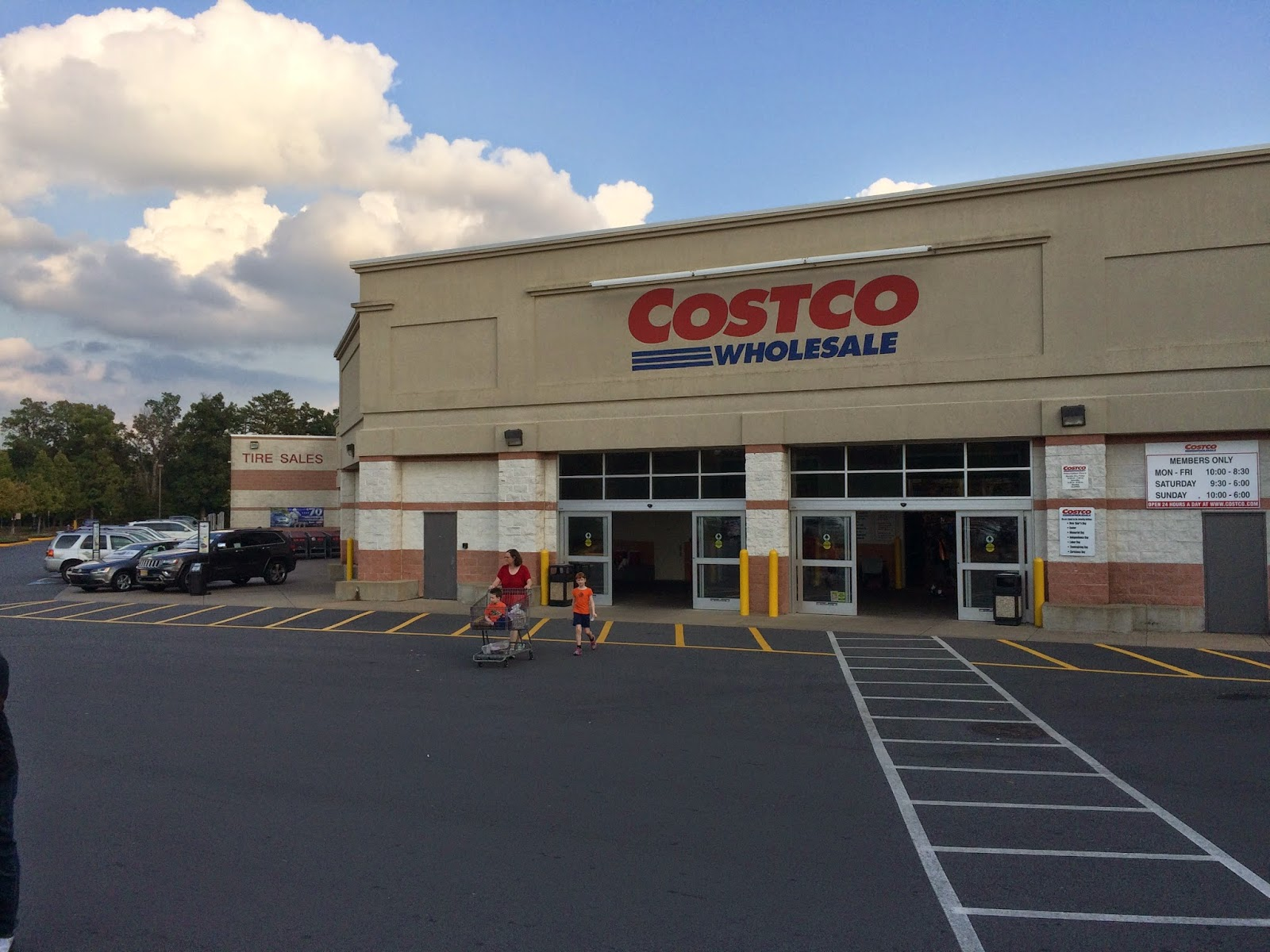 springfield things costco our nearby costco moved into springfield in 1992 i think it was prior to that we had to schlep into fairfax to procure our enormous quantities of food and
