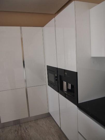 Кухня МДФ бяла 4