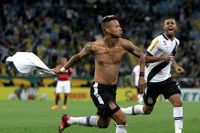Rafael Silva foi o autor do gol que garantiu a classificação do Vasco sobre o Flamengo (Foto: Paulo Fernandes/CRVG)