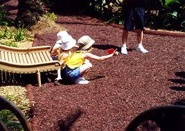 Arena grava y piedra volc nica de colores lava roca usos for Grava de colores para jardin