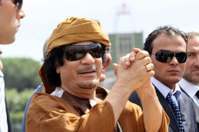 khadafi tawarkan uang