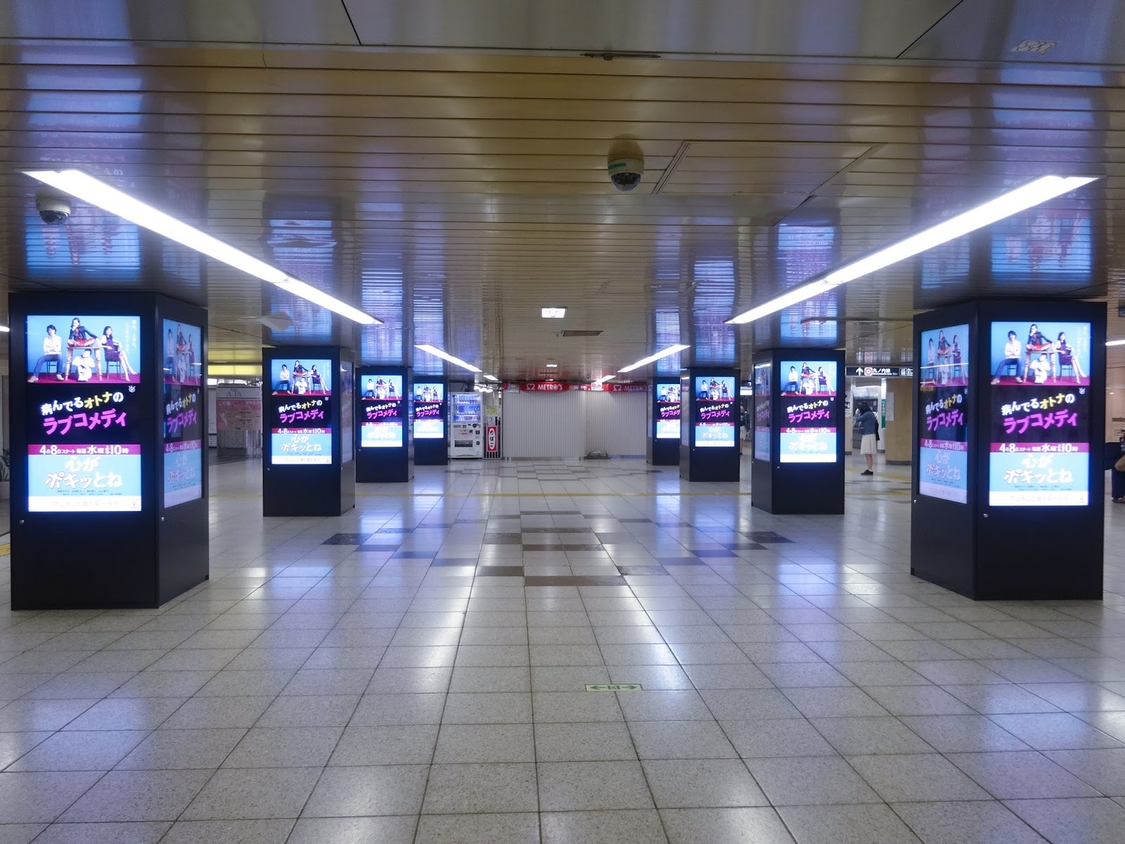 新宿地下電飾看板〈著作権フリー画像〉Free Stock Photos